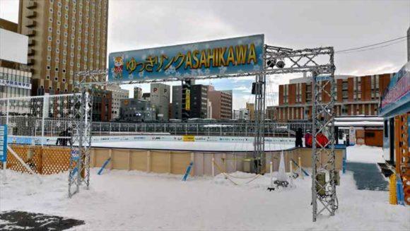 旭川駅前のスケートリンク