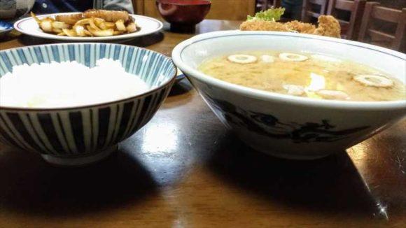 自由軒おすすめメニュー③味噌汁(ライス付き)