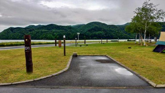 滝里湖オートキャンプ場のカーサイトB