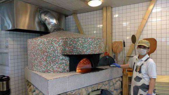 富良野チーズ工房のピッツア工房