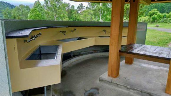 かなやま湖畔キャンプ場の炊事棟