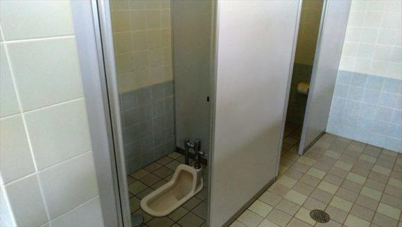 かなやま湖畔キャンプ場のトイレ