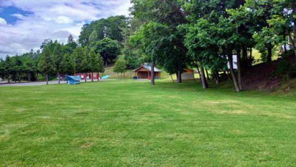 日の出公園オートキャンプ場(上富良野)フリーテントサイト