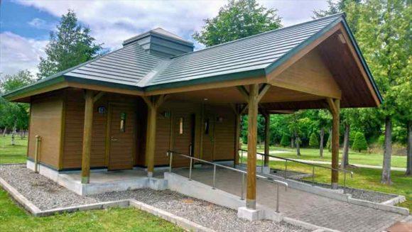 日の出公園オートキャンプ場(上富良野)個別サイト(オートキャンプ)のトイレ