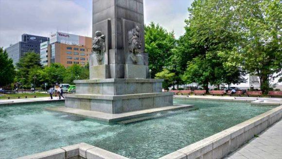 大通公園西5丁目の「聖恩碑」