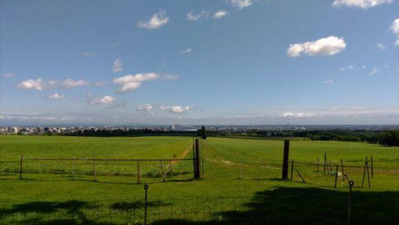 さっぽろ羊ヶ丘展望台から見える札幌ドーム
