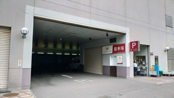 エミシア札幌の駐車場