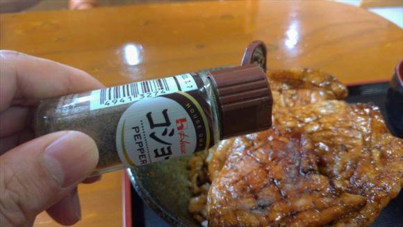「豚丼のかしわ」の卓上調味料