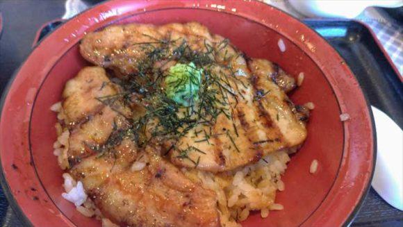 「豚丼一番ぶたいち本店」の豚丼(特上ミックス)