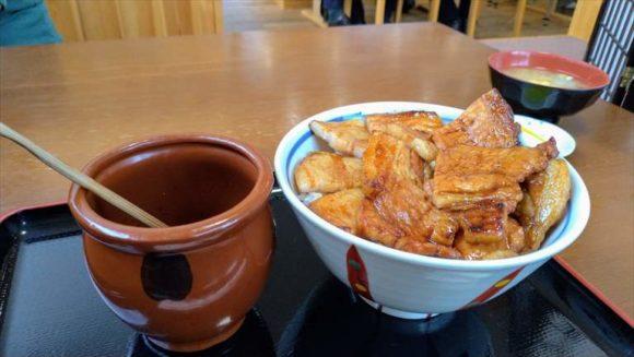とん田(帯広)おすすめ豚丼「ロース・バラ盛り合わせ」