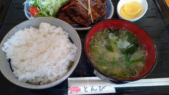 帯広豚丼専門店「とんび」のご飯とみそ汁