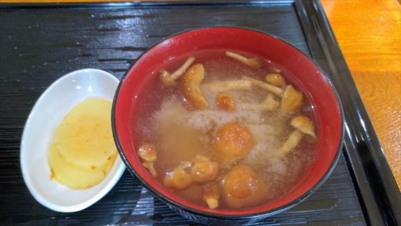 帯広豚丼専門店「とんび」のなめこの味噌汁