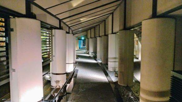 しこつ湖鶴雅リゾートスパ水の謌の通路