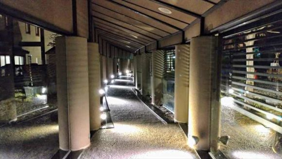 しこつ湖鶴雅リゾートスパ水の謌の「水の回廊」&土間ギャラリー