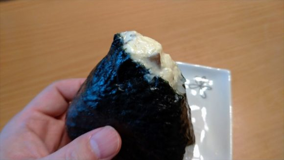「どんぐり」のおにぎりおすすめ⑤いぶりがっこのクリームチーズ(232円)
