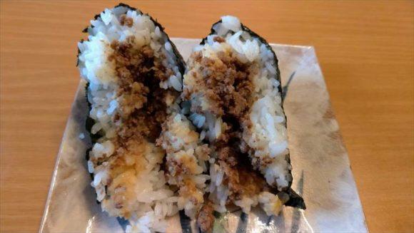 「ありんこ」おにぎりおすすめ③山わさび風味牛そぼろ(290円)