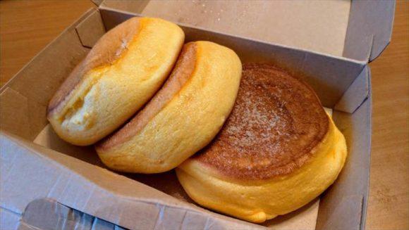 メニューで注文した幸せのパンケーキ