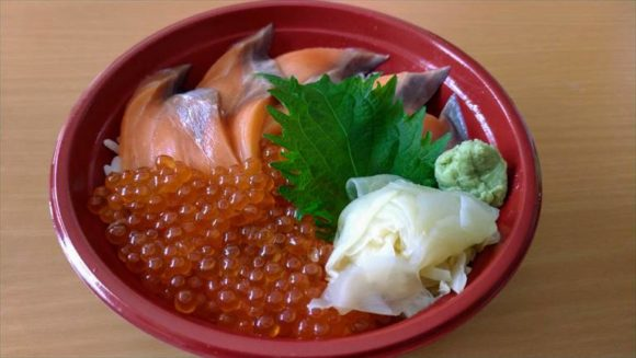 魚や一丁の「サーモンとイクラの親子丼」(1680円)
