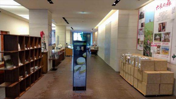 六花亭帯広本店1階
