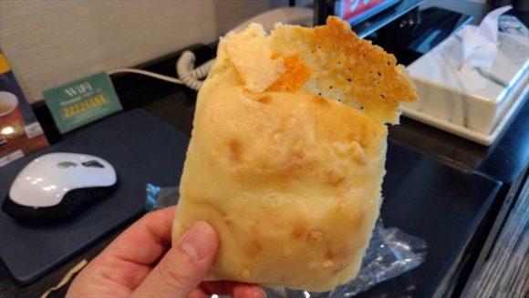 とろーりチーズパン250円