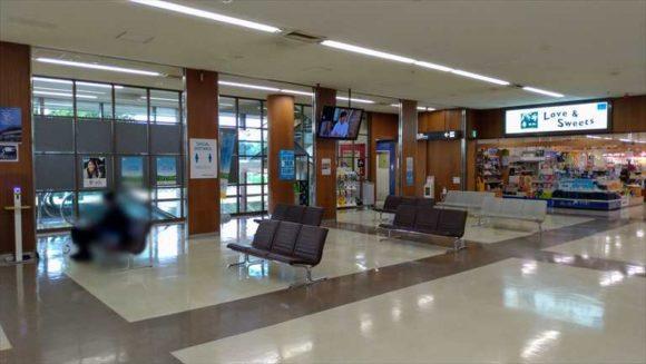とかち帯広空港の待合室(2階)
