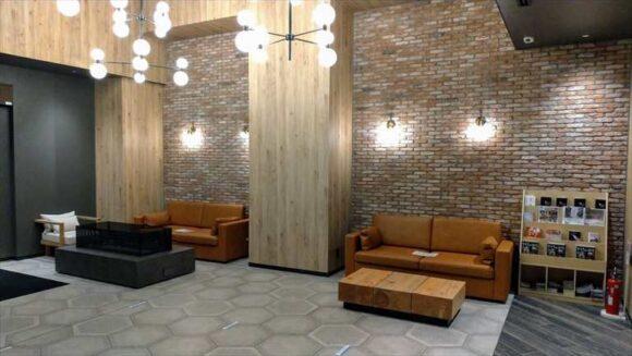 「ホテルウィングインターナショナル札幌すすきの」の1階フロント