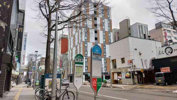 ホテルWBFフォーステイ札幌前のエアポートライナー停留所