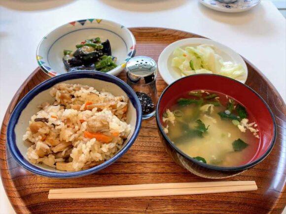 六花亭札幌本店喫茶室ランチおすすめ「五目強飯定食」