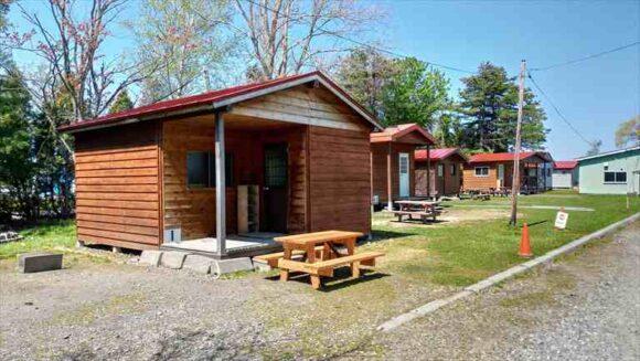 三重湖公園キャンプ場のバンガロー