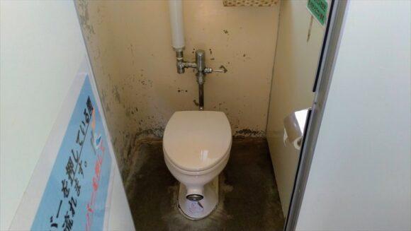 三重湖公園キャンプ場のトイレ