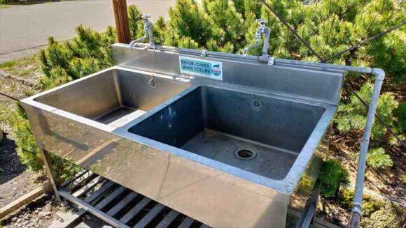 三重湖公園キャンプ場の炊事棟