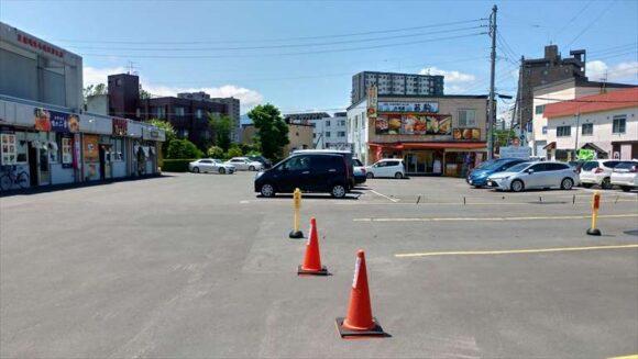 場外市場の駐車場
