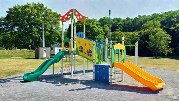 厚田キャンプ場(石狩)のフリーサイトBの遊具