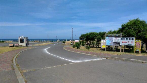 浜益川下海浜公園キャンプ場(ピリカビーチ)の第一駐車場入口