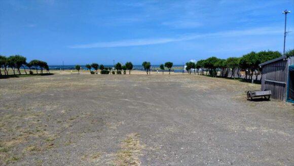 浜益川下海浜公園キャンプ場隣接のハマナス駐車場