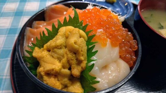 定食めし屋の「海鮮4品丼」