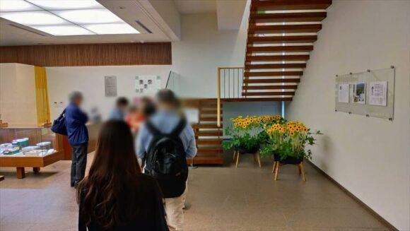 六花亭札幌本店2階の喫茶室に並ぶ人たち