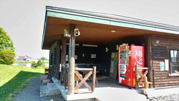 北村中央公園ふれあい広場キャンプ場の炊事棟
