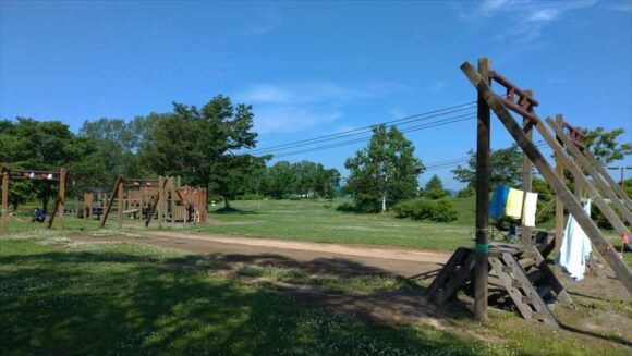 北村中央公園ふれあい広場キャンプ場のアスレチック遊具