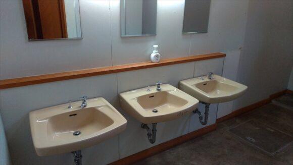 いわみざわ公園キャンプ場一般サイトのトイレ