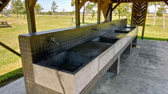 三重緑地公園キャンプ場の炊事場