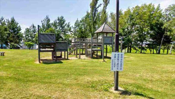 三重緑地公園キャンプ場のアスレチック遊具
