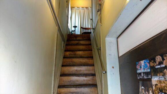 曉(札幌スープカレー)の階段