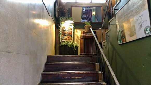 札幌ビアガーデンおすすめBUDDY BUDDY屋上に通じる階段