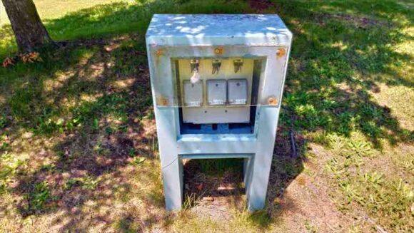 マオイオートランドのスタンダードカーサイトの電源