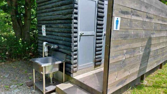 江別市森林キャンプ場のトイレ
