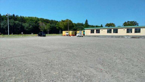 メイプルキャンプ場の駐車場