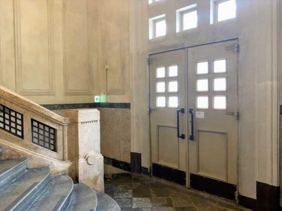 内部から見た北菓楼札幌本館の旧玄関