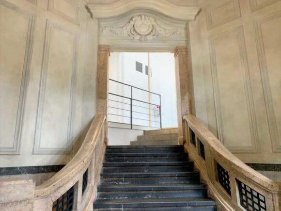 北菓楼札幌本館2階カフェに通じる階段