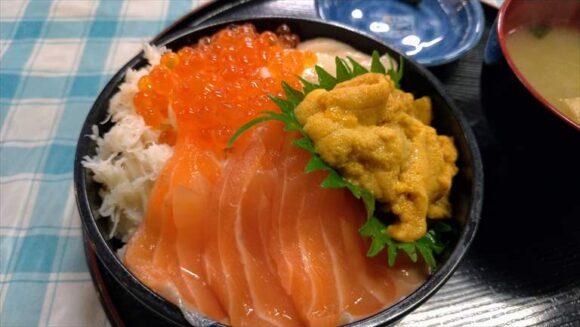 定食めし屋の「海鮮四品丼」